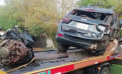 Motor se desprende de una camioneta tras caer a una cuneta