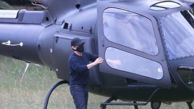 Tom Cruise aterriza en helicóptero en el jardín de una familia inglesa