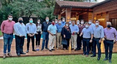 Seccionaleros que copan cargos públicos en Asunción responden a Nenecho