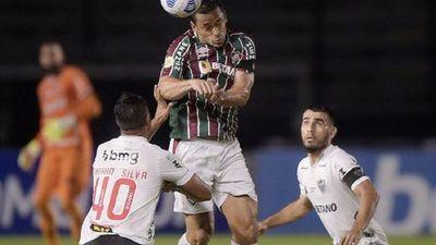 Atlético Mineiro iguala, pero aumenta diferencia
