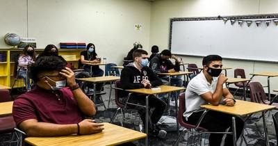 La Nación / Vuelta a clase en Miami, en plena polémica por el uso de tapabocas