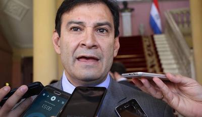 """Senador trato apu'a defiende """"unidad"""" entre Cartes y Friedmann"""