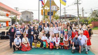 Por 30 años de independencia de Ucrania, reinauguran monolito en Encarnación
