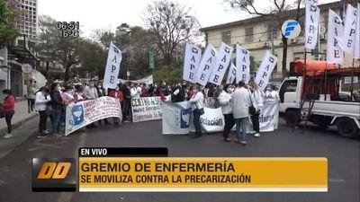 Enfermeras se movilizan para exigir el cumplimiento de una ley