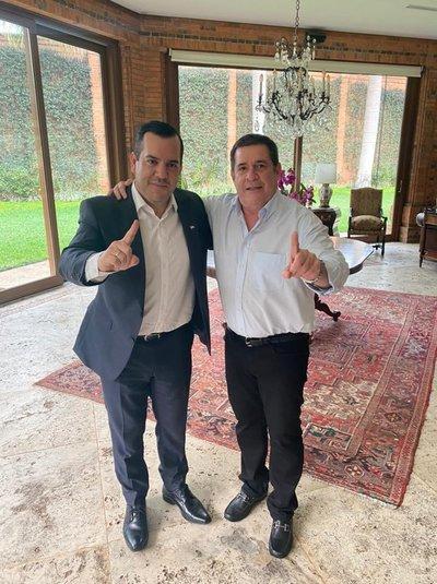 """Abrazo entre Cartes y Friedmann es la política paraguaya"""