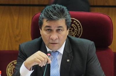 """Senador asegura que Efraín Alegre, como administrador, """"es un desastre"""""""