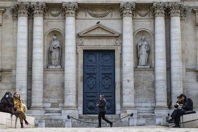 Las clases universitarias en Francia empezarán sin restricciones de aforo