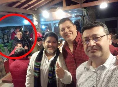 Viralizan foto del contralor con colorados y éste dice no fue acto proselitista