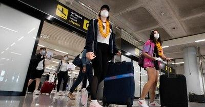 La Nación / España libera de las cuarentenas a viajeros de algunos países