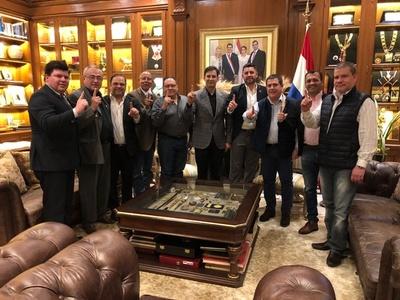 Principales líderes políticos del departamento de Caaguazú se reunieron con Cartes