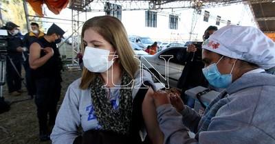 La Nación / El 0,06% de los inmunizados reportó efectos adversos de vacunas anti-COVID