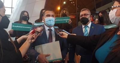 La Nación / Presentan proyecto para carrera judicial