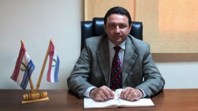 Postergan voto censura a José Ortiz