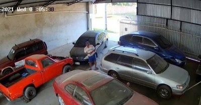La Nación / Crimen de mecánico: van cayendo implicados, entre ellos el vecino que lo encontró muerto