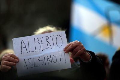 Presidente argentino se presenta ante la Justicia tras escándalo por festejo