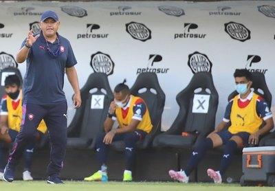 "Crónica / ""CHIQUI"", UN DT DE HIERRO"