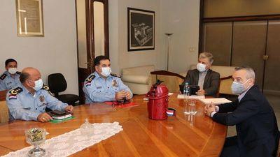 Marito pidió informes sobre escándalo que complica situación de jefe policial