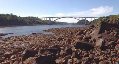 Río Paraná: técnicos se reúnen para analizar consecuencias energéticas, ante bajas