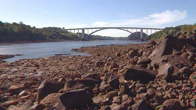 Técnicos evalúan bajante del río Paraná