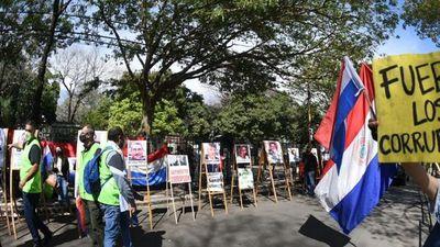 """Realizan un """"corruptour"""" frente al Palacio de Justicia"""
