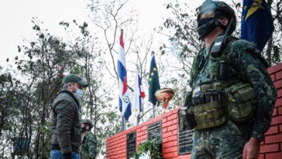 Mario Abdo Benítez rinde homenaje a militares caídos en el Norte
