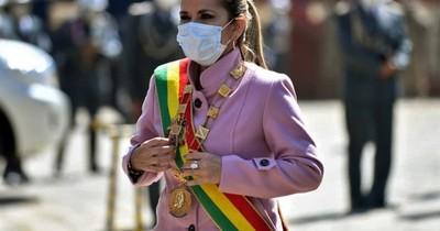 """La Nación / Justicia boliviana acusa a expresidenta Áñez de """"genocidio"""" ante el parlamento"""