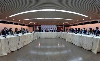 Sector eléctrico abordan situación hidrológica del río Paraná