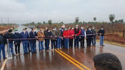 Inauguran obra vial en zona donde opera grupo armado