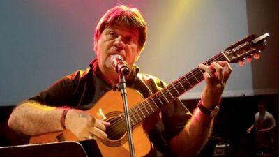 Ricardo Flecha rinde tributo a Flores  con recital en la Manzana