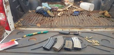 Interceptan camioneta narco con cargadores y proyectiles de grueso calibre