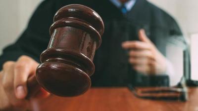 """Un juez ordena a una pareja indemnizar a su hijo con 45.000 dólares tras deshacerse de su """"tesoro de pornografía y juguetes sexuales"""" – Prensa 5"""