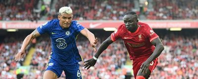 En una guerra de poder a poder, Chelsea resiste con uno menos y empata con el Liverpool