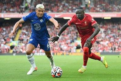 Chelsea resiste con uno menos y saca un empate contra el Liverpool