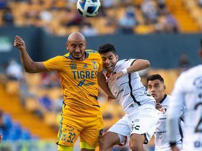 Carlos González se retiró lesionado en México