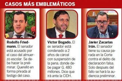 Casos de corrupción de ex ministros y legisladores van a paso de tortuga