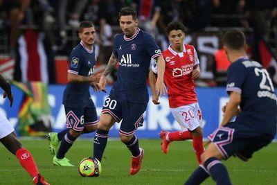 Mbappé marca un doblete en el debut de Messi