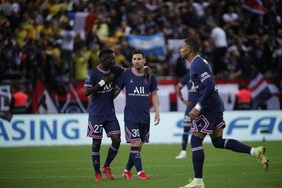 Doblete de Kylian Mbappé en el debut de Lionel Messi con el PSG