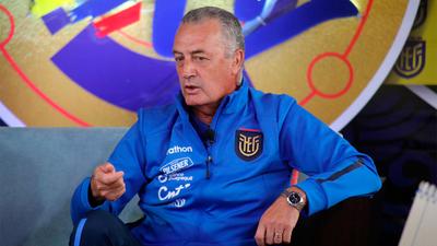 Ecuador cita a 29 futbolistas para sus próximos compromisos