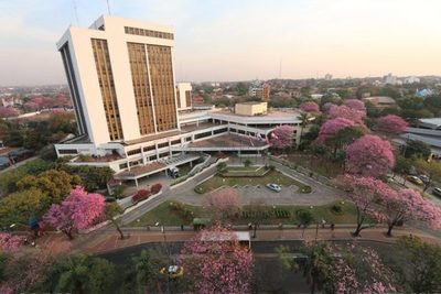 Asunción aumentó el 232% de sus funcionarios en la era democrática