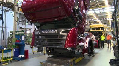 Fabricante de camiones Scania suspende producción en América Latina