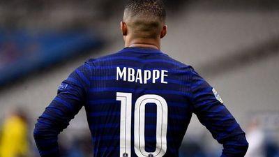 Mbappé se concentra con Francia con su futuro en el aire