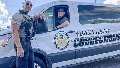 Conocé al policía al que todos comparan con el actor Dwayne Johnson