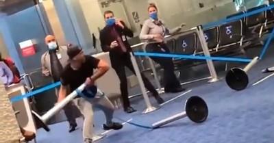 Pasajero protagonizó día de furia y quiso destrozar el aeropuerto de Miami luego que le pidieran usar mascarilla