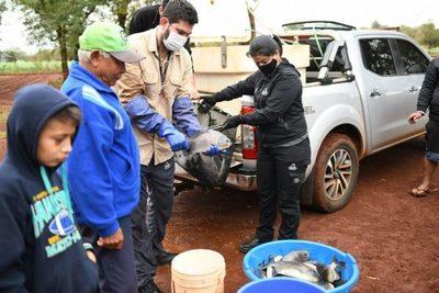 Entregan 300 kilos de pescado a comunidades indígenas de Alto Paraná
