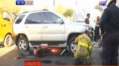 San Lorenzo: Camioneta arrolla a un motociclista