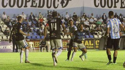 12 de Octubre logra su primera victoria en Villarrica