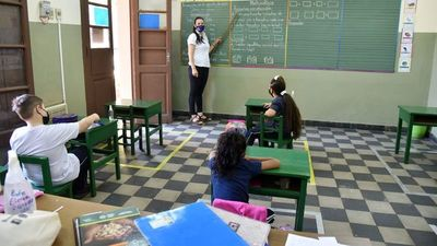 Escasa presencialidad y los mismos dramas se vieron en regreso a  aulas