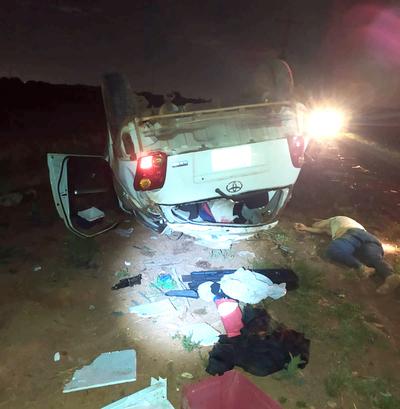 Pareja muere durante aparatoso vuelco de vehículo en Pdte. Franco