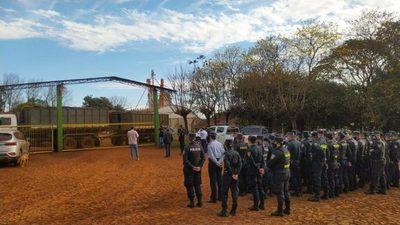 BANCO ACUSA A COLONO DESALOJADO DE RECURRIR A CHICANAS PARA USURPAR UN INMUEBLE AJENO