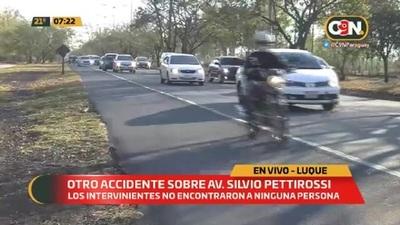 Noche y madrugada: Abandonan automóvil tras chocar sobre la Av Silvio Pettirossi